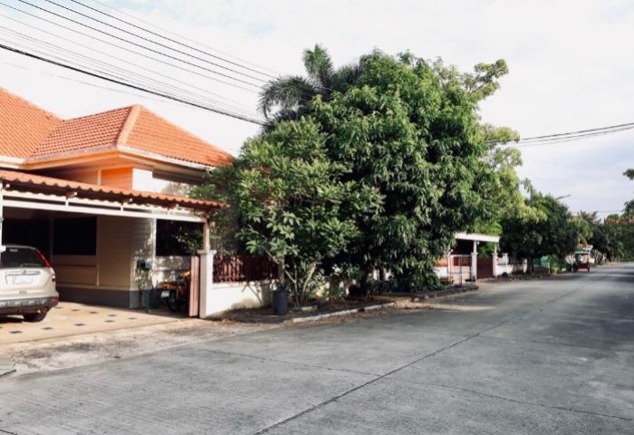 Spacious 3 bedroom house in great condition in Koh Kaew-4.jpg