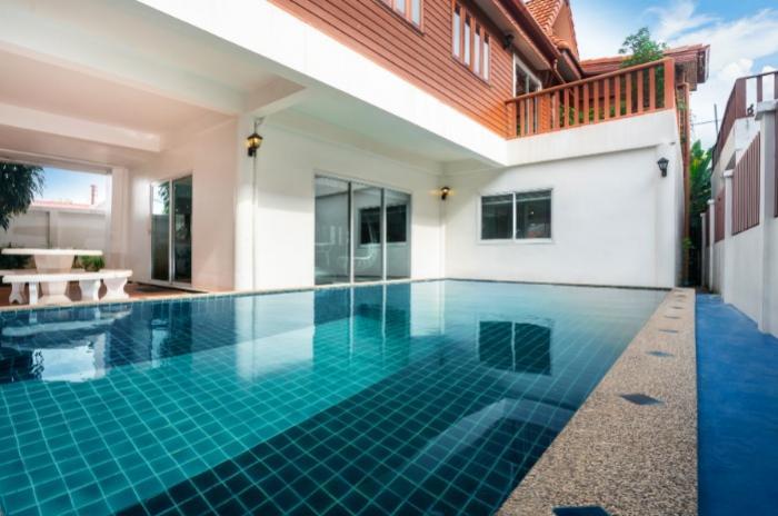 Pool Villa in Nai Yang-1.jpg