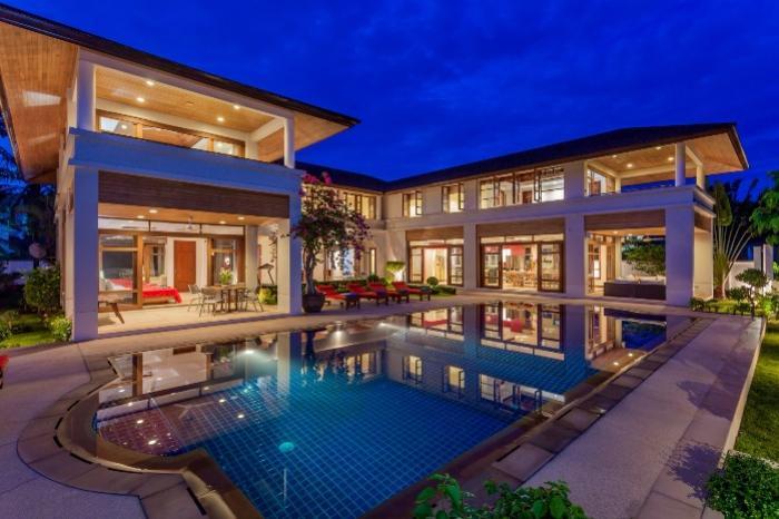 7 BR Loch Palm Villa-100000 Ready to party_    .jpg