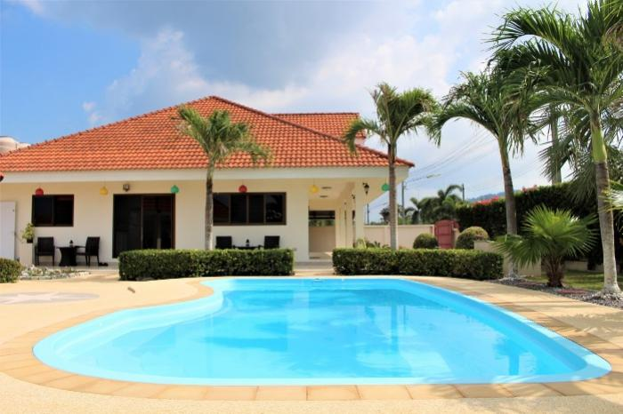 3 BR Pool Villa Pa Klok-huge garden with pool 1.JPG