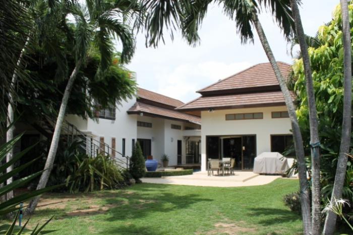 Wonderful Garden Villa for sale in Rawai-1.JPG