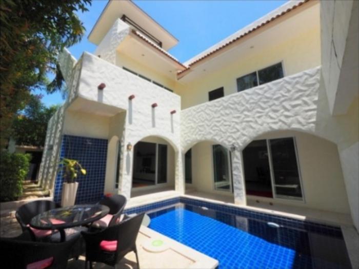 Modern Villa 3 BD in Nai Harn