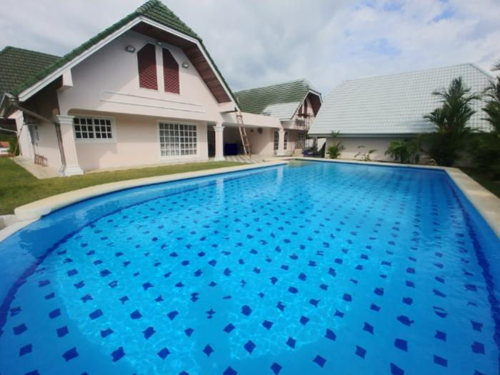 Gorgeous 3BD Villa on Large Plot in Thalang-1.0.jpg