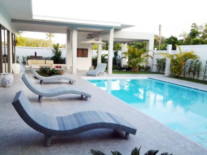 Luxury 3 BR villa in Rawai